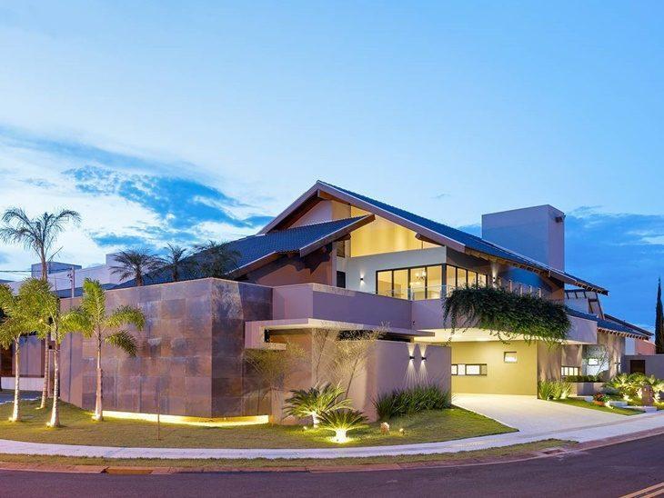 45 fachadas de casas de esquina para voc se inspirar for Casas modernas famosas