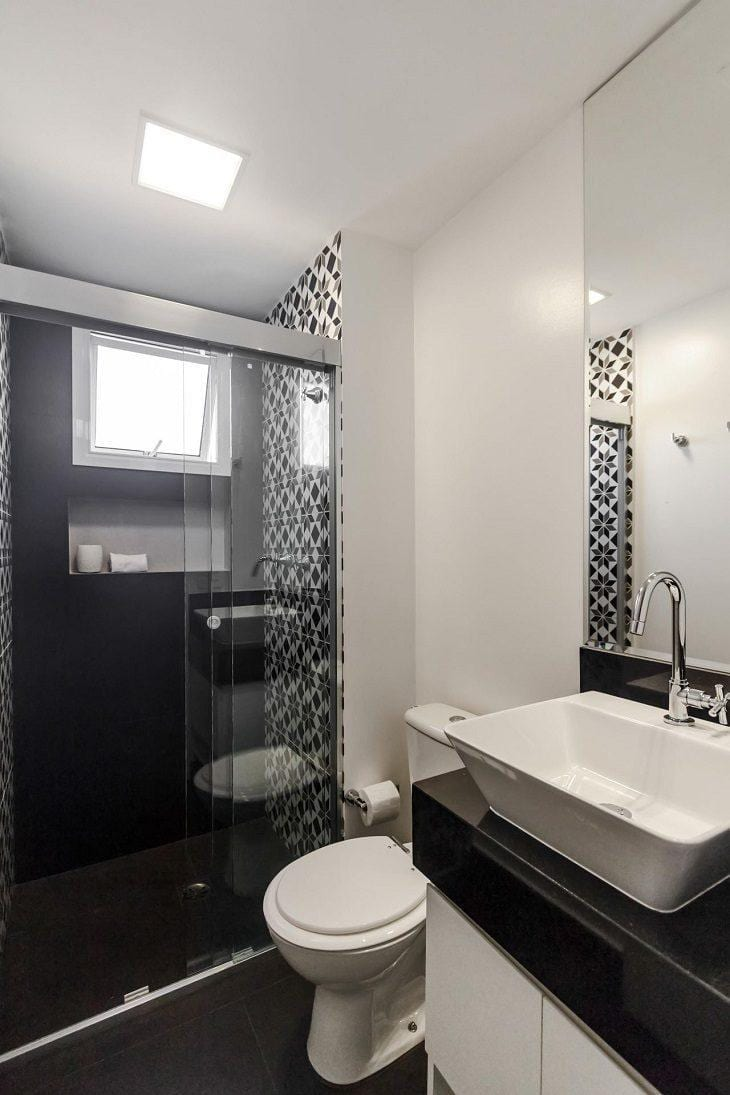 #474711 Banheiro preto e branco estilo e elegância em duas cores 730x1095 px Banheiro Simples Preto E Branco 2018 3799