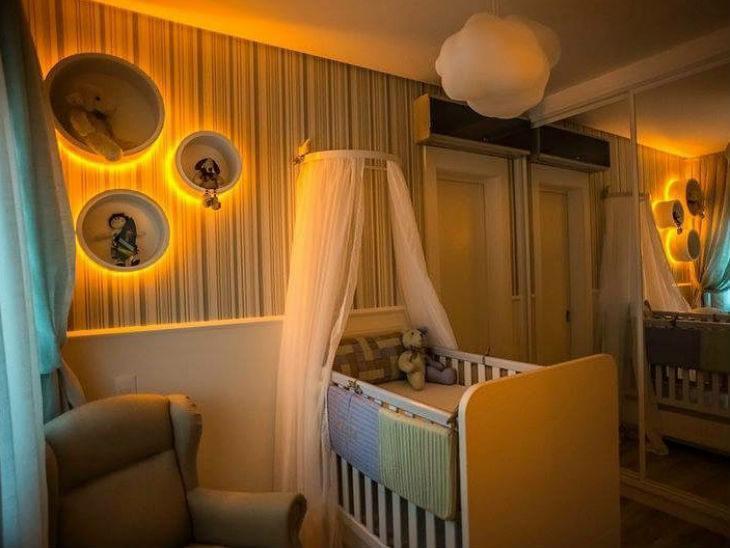 Quartinho infantil com luz de LED amarelada