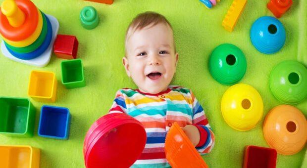Aprenda como limpar corretamente os brinquedos das crianças