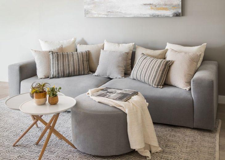 O charme das mantas 70 ideias para deixar seu sof mais for Manta no sofa como usar