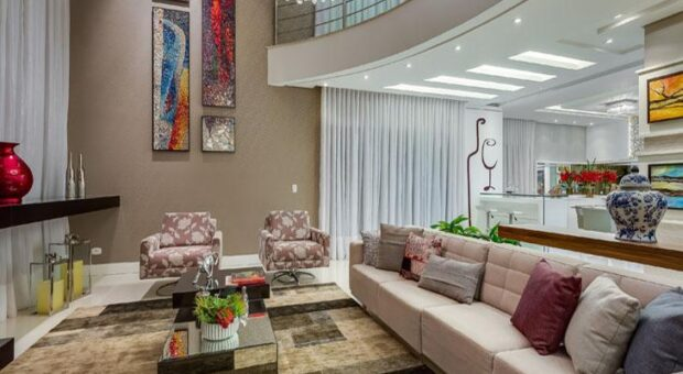 Residência valoriza amplitude e integração dos ambientes