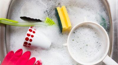10 dicas para lavar louça de forma mais rápida e fácil