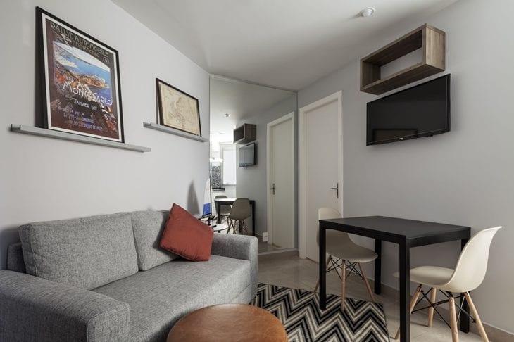 Salas modernas 50 ambientes que v o te encantar fotos for Apartamentos minimalistas pequenos