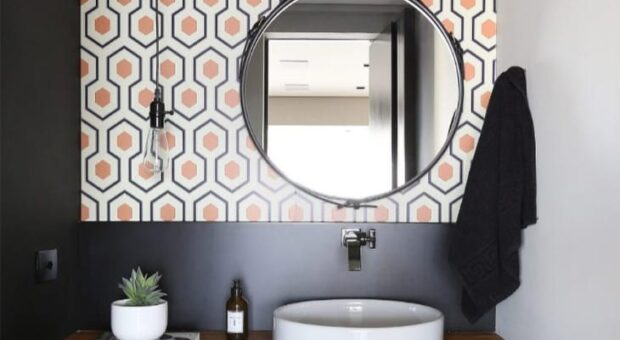 Papel de parede no banheiro: 60 lindas opções para uma reforma prática