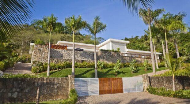Portão de alumínio: 50 opções para a fachada da sua casa ficar linda