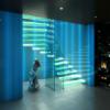 Escada de vidro: 30 modelos incríveis para inspirar o seu projeto