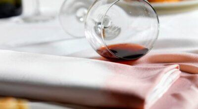13 métodos para tirar mancha de vinho da roupa