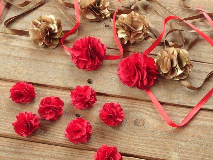 Flor de tecido  40 fotos e vídeos para colocar em prática (passo a passo) 107bc7a2587