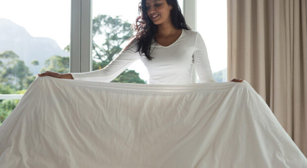 Como dobrar lençol de elástico: aprenda com passo a passo