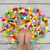 40 inspirações e tutoriais para fazer seu próprio tapete de pompom