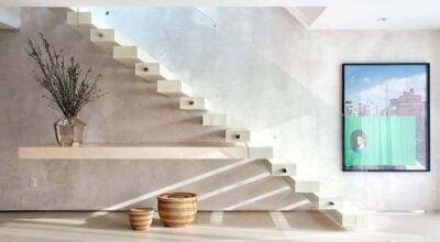 Escada flutuante: 80 modelos esculturais para inspirar seu projeto