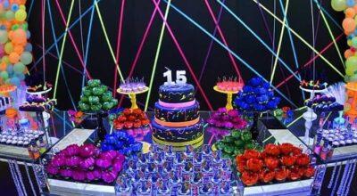 Festa Neon: 80 inspirações dessa festa colorida e muito divertida