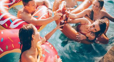 Festa na piscina: dicas preciosas e 40 ideias para um evento refrescante