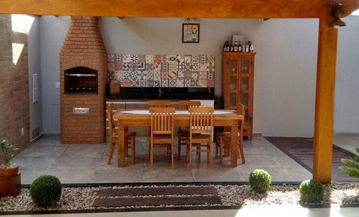 churrasqueira de tijolo em área pequena