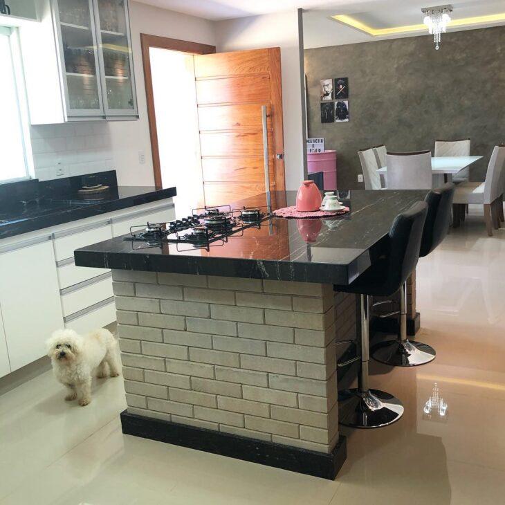 bancada de cozinha com tijolo ecológico