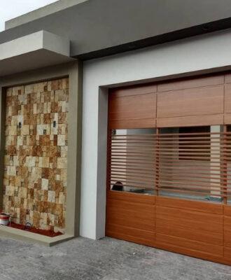 45 modelos de portão de madeira para uma entrada diferenciada