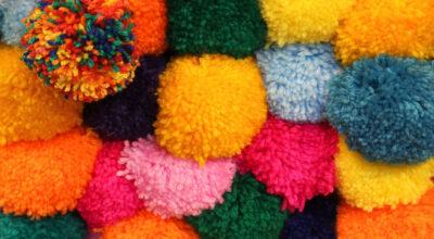 Como fazer pompom de lã: 8 maneiras simples e cheias de fofura
