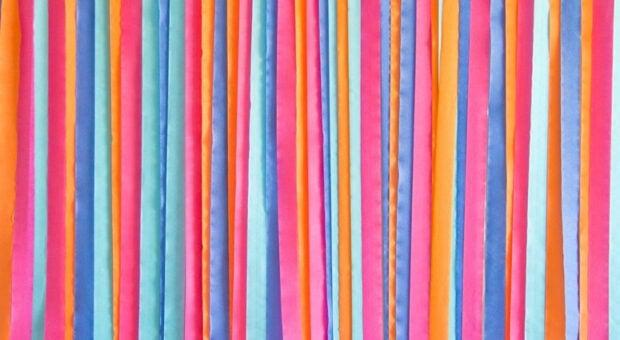 Cortina de papel crepom: 60 ideias para uma decoração supercolorida