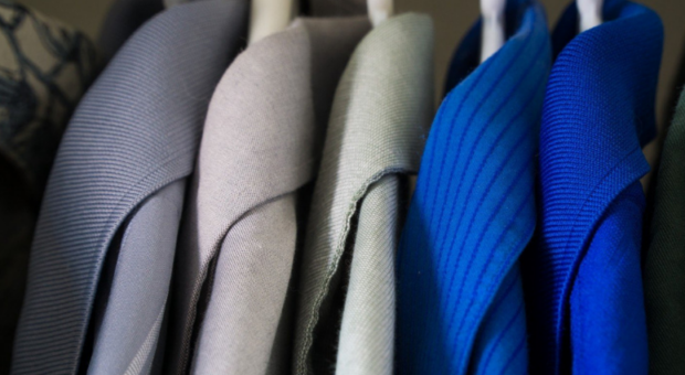 Como tirar mofo de roupa: tudo que você precisa para salvar suas peças