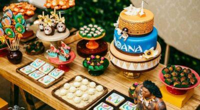 Bolo da Moana: 120 modelos tropicais para uma festa cheia de aventuras