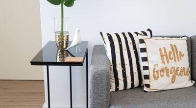 Mesa lateral: 40 formas criativas e modernas de usar na decoração