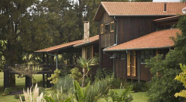 Casa rústica: 60 ideias para adotar esse estilo tão acolhedor