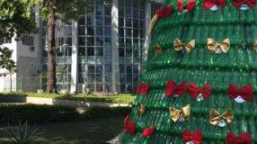 Árvore de Natal de garrafa PET: 30 ideias para a sustentabilidade brilhar