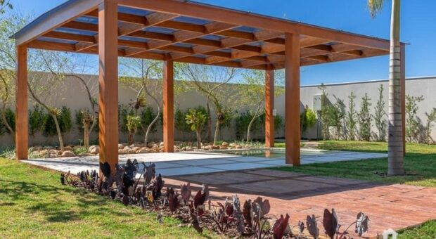 Pergolado de madeira: tutoriais e 100 ideias para a área externa