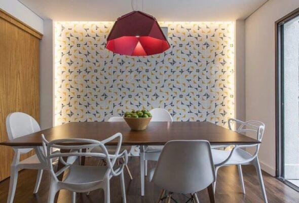 Cadeira branca: 75 inspirações dessa peça curinga da decoração