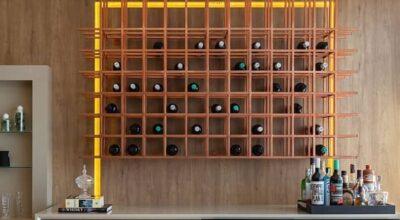 Adega de parede: conheça 30 formas criativas de decorar sua casa