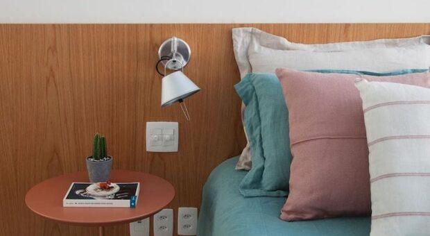 40 inspirações de arandela para quarto que vão iluminar seu dormitório