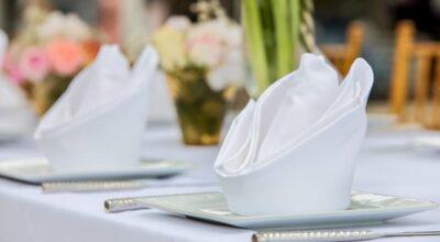 Como dobrar guardanapo e decorar a mesa com estilo