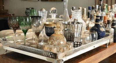 Bandeja-bar: aprenda a preparar um cantinho de drinks em casa