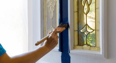Tudo o que você precisa saber para pintar porta de madeira