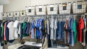 Prateleira para lavanderia: aprenda a fazê-la e veja inspirações