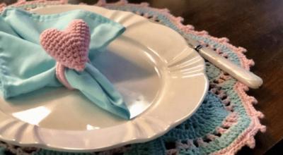 50 ideias de porta-guardanapos de crochê para decorar com um charme artesanal