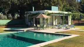 Dicas e 20 ideias de móveis para piscina que vão enfeitar a área de lazer