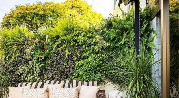 30 ideias de muro verde para ter uma casa mais natural