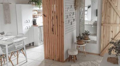 Decoração neutra e minimalista encanta em apê de 50m²