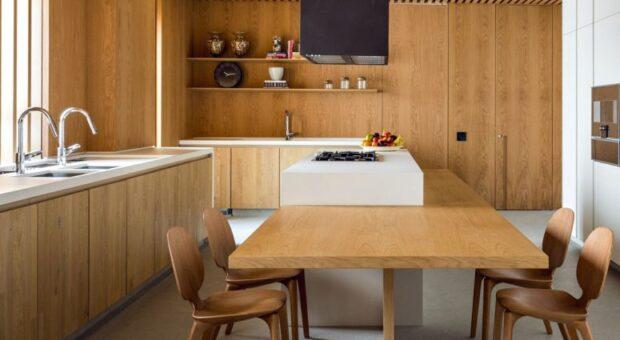 60 projetos de cozinha de madeira para planejar um ambiente charmoso