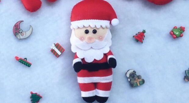 30 opções de Papai Noel de feltro para deixar sua casa em clima natalino